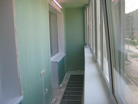 Для того, чтобы сделать из своего балкона или лоджии жилое помещение - установить теплые рамы и отделать стены...