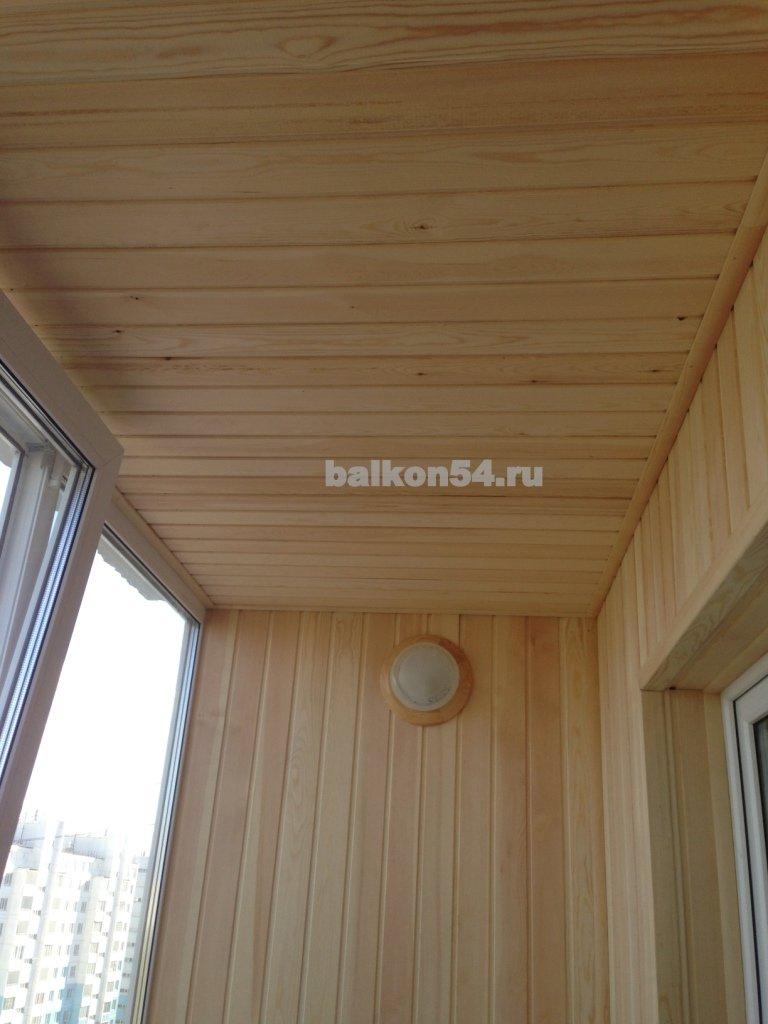 Элитные фото балкона обшитые евровагонкой